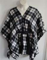 Image Shandra FLEECE Cape - Black/White Plaid