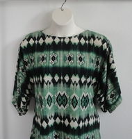 Image Jan Sweater - Emerald Green Geometric Sweater Knit